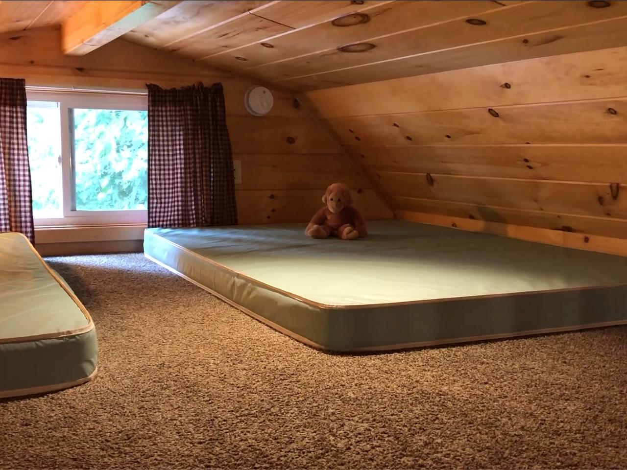 loft in keyhole cabin